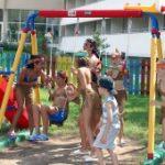 Безопасные игры: детская площадка в загородном доме